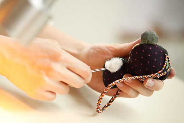 すべて手で縫われます