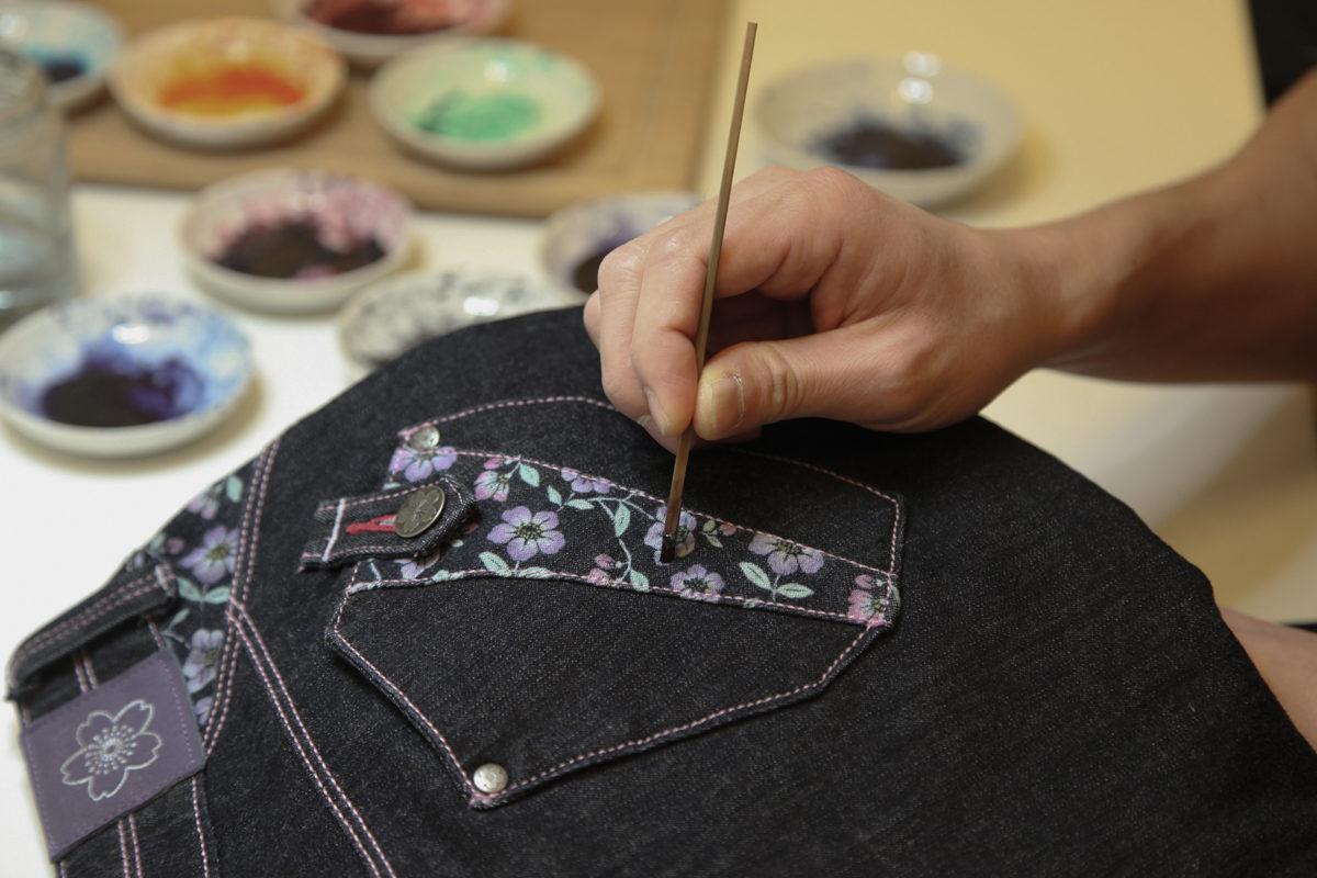 伝統工芸京友禅染め作業の様子