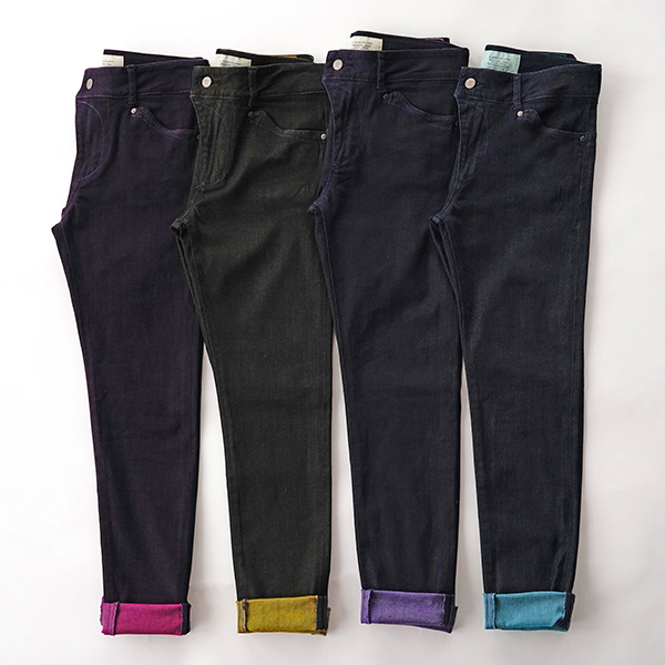 染め直したカラフルなジーンズ