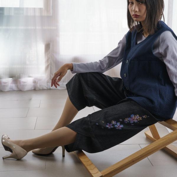 刺し子ストレッチデニムベスト ・伝統工芸京友禅染め「松喰鶴文様」(受注生産)