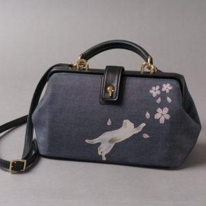 ミニドクターショルダーバッグ|伝統工芸京友禅染め 小桜に猫文様金彩くくり(1点もの)