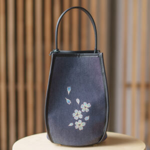 Flower-shaped shoulder bag