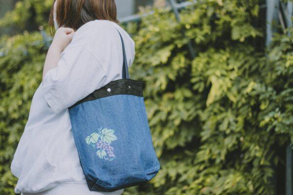 葡萄紋様のトートバッグ